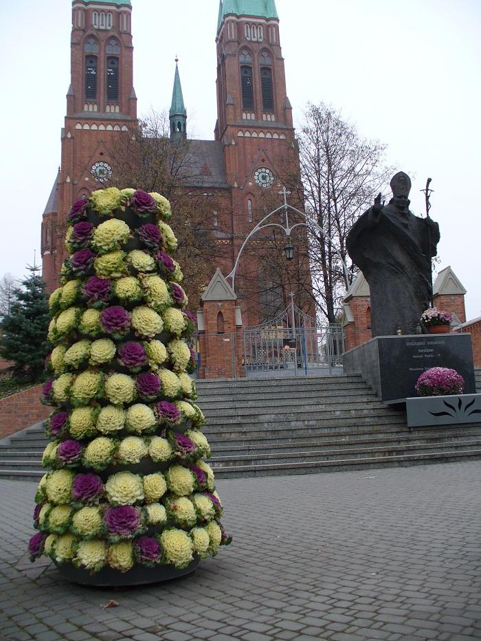 wieże kwiatowe ozdobione kapustą