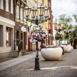 Jak zabezpieczyć ulice miast przy użyciu donic i kwietników?