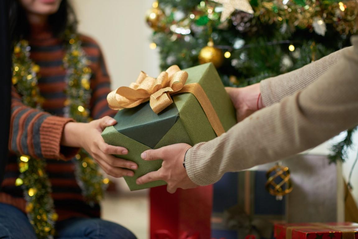 Pomysł na prezent - jakie upominki wręczyć swoim bliskim w te święta?