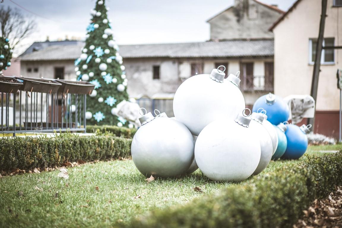 świąteczne dekoracje miejskie wielkie bombki terrachristmas legnickie pole (4)