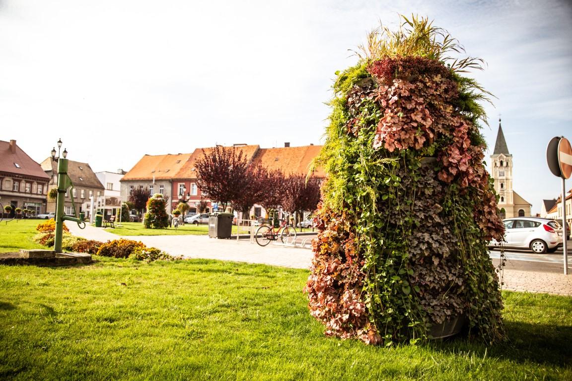 wieże kwiatowe ażurowe dekoracje kwietniki miejskie terra jesień śmigiel 20