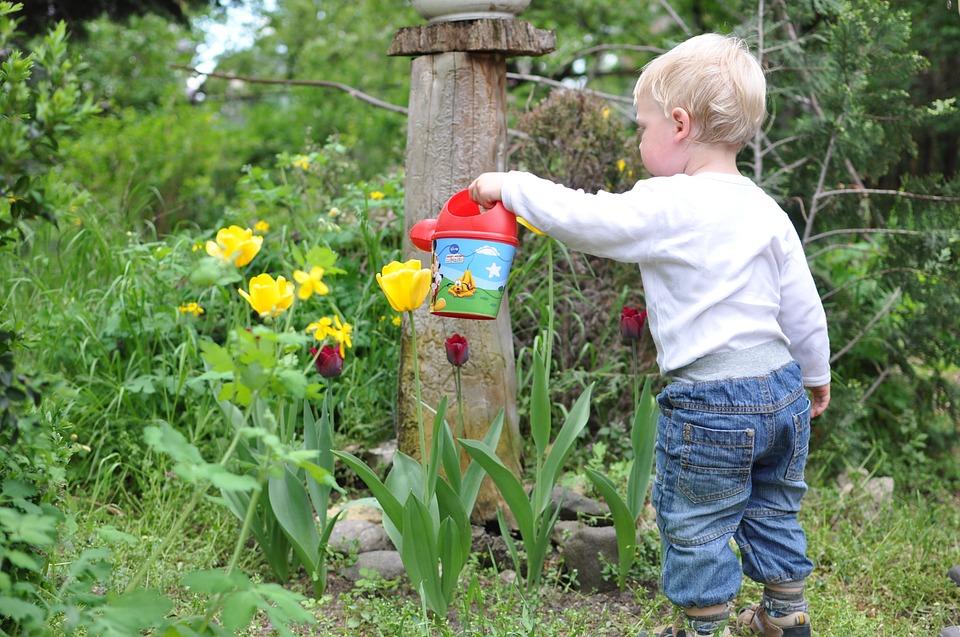 dziecko w ogrodzie (3)