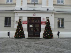Oleśnicki ratusz w świątecznym klimacie