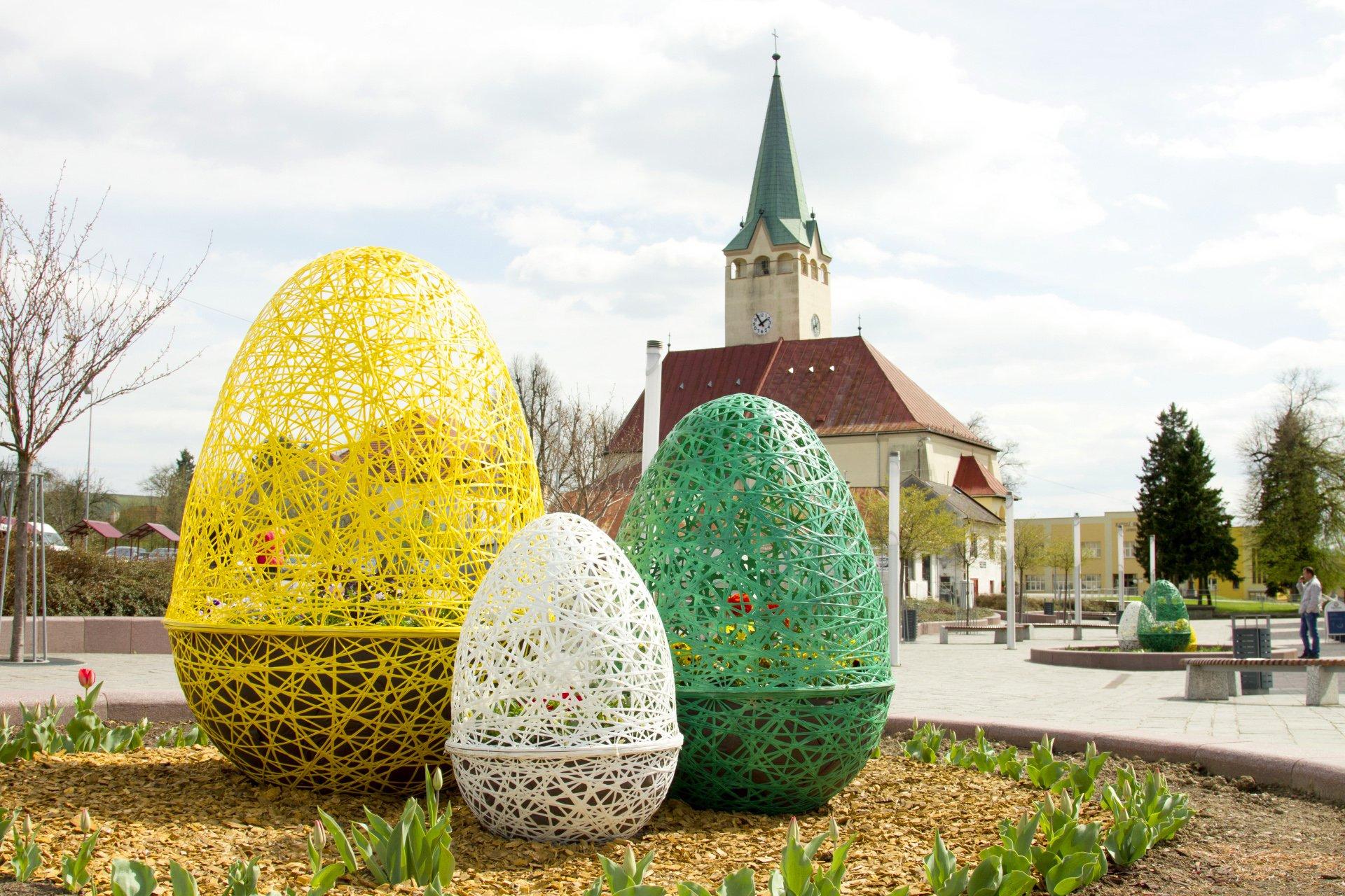 Wielkanocne dekoracje z fiberglassu – co i jak?