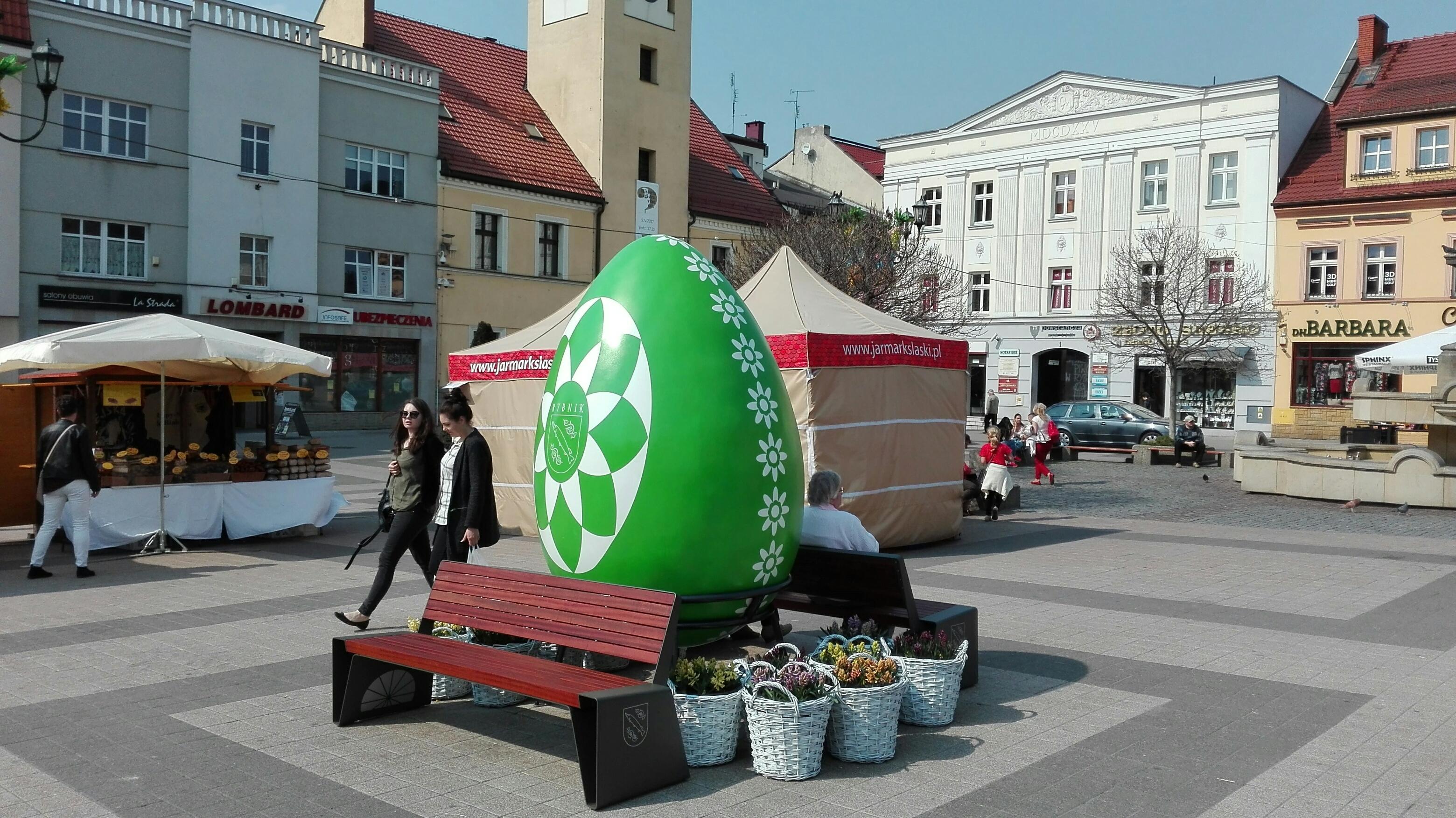 Szczupak na zielono, czyli wielka pisanka na rybnickim rynku