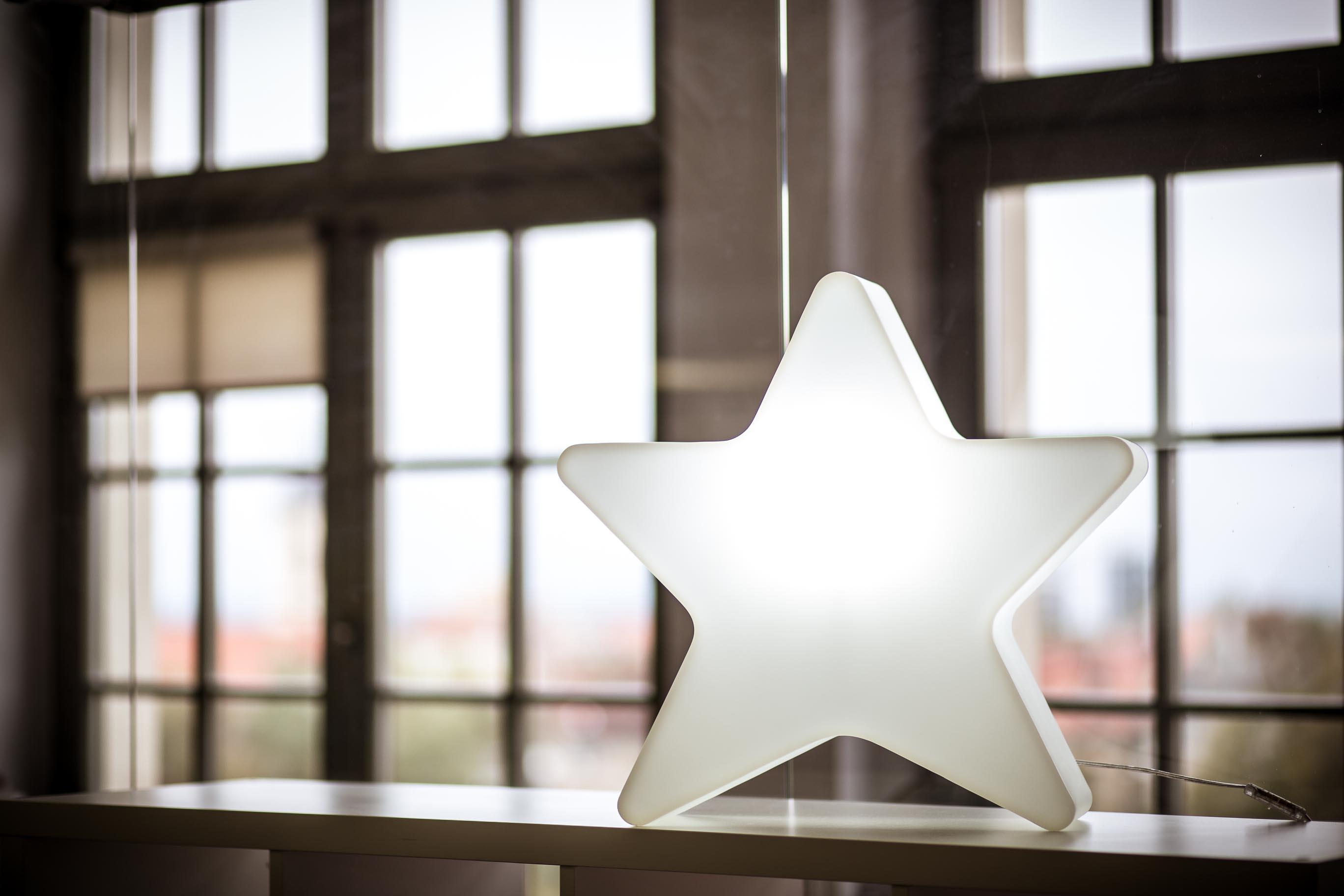 świąteczna gwiazda podświetlana astro