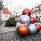 świąteczne dekoracje miejskie, wielkie bombki milicz terrachristmas