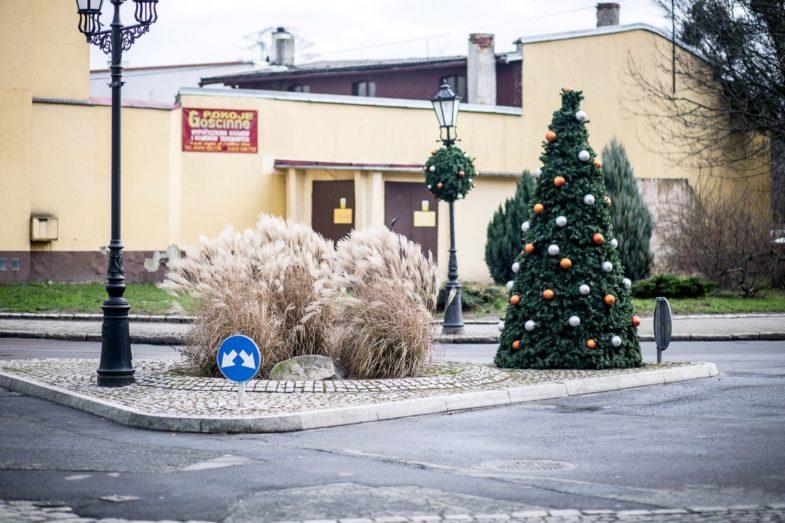 świąteczne dekoracje miejskie, wielkie bombki milicz terrachristmas (1)