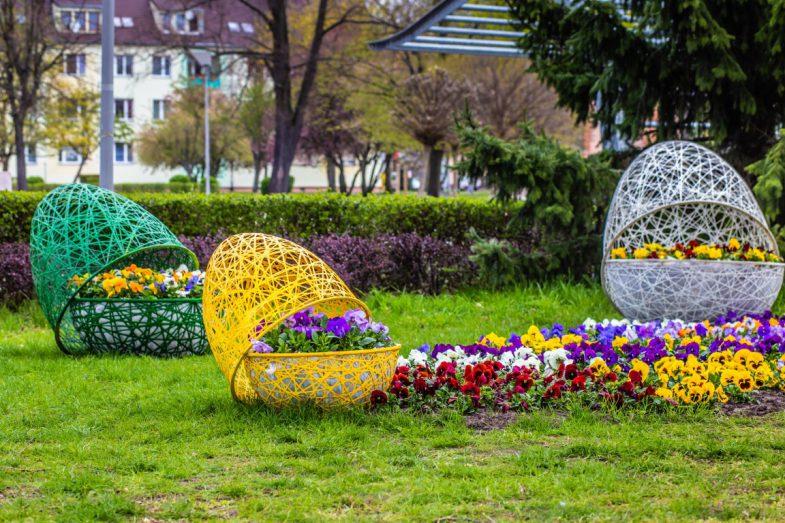 kostrzyn wiosenne ukwiecenia wieże kwiatowe ażurowe dekoracje