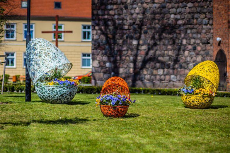 strzelce krajeńskie (3) wiosenne ukwiecenia wieże kwiatowe pisanki xxl
