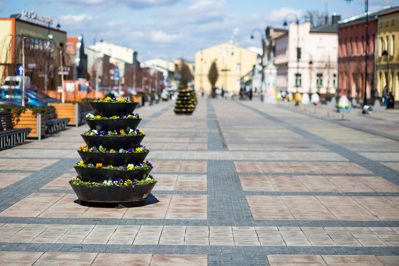 wielkanocne dekoracje miejskie wieże kwiatowe terra group (10)