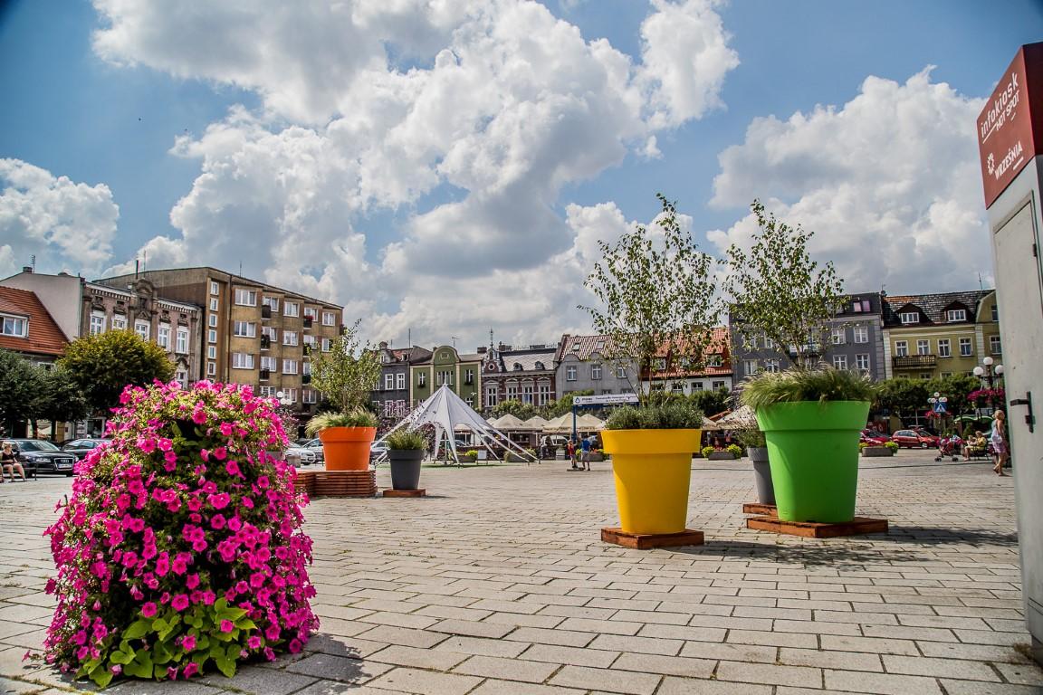 września, donice miejskie, donice gianto, strefa relaksu, wieże kwiatowe