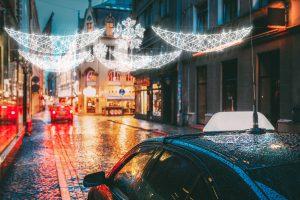 Ażurowe dekoracje - jak stworzyć świąteczny klimat w mieście?
