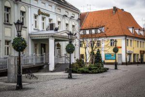 świąteczne dekoracje miejskie nakładki na kwietniki bombki xxl terrachristmas milicz