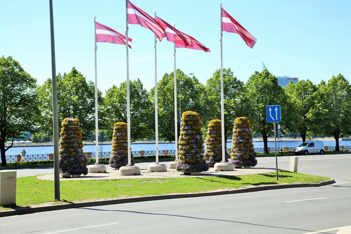 wieże kwiatowe kwietniki miejskie terra ryga 2
