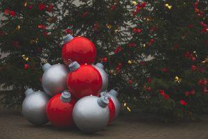 Bożonarodzeniowe dekoracje miejskie bombki xxl recz