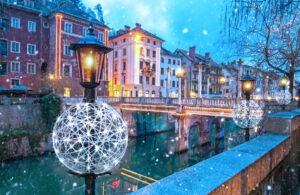 Gorący zimowy trend - ażurowe dekoracje na latarniach i nie tylko