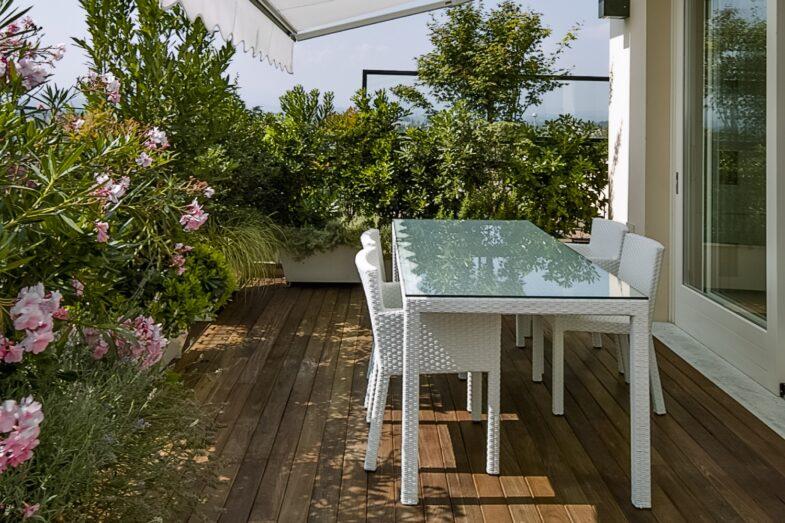 zielona-oaza-kwiaty-na-balkon